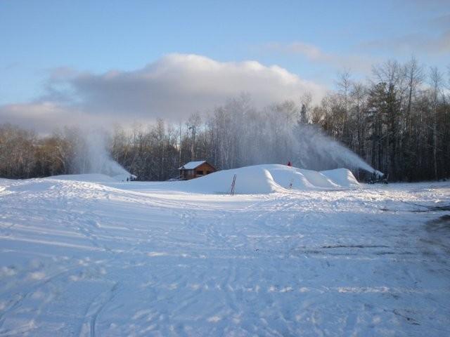 https://fasterskier.com/wp-content/blogs.dir/1/files/2009/12/Snowmaking-@-Mt.Itasca-012.jpg