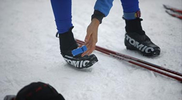 https://fasterskier.com/wp-content/blogs.dir/1/files/2010/12/skinny-skis-boot_buddy.jpg