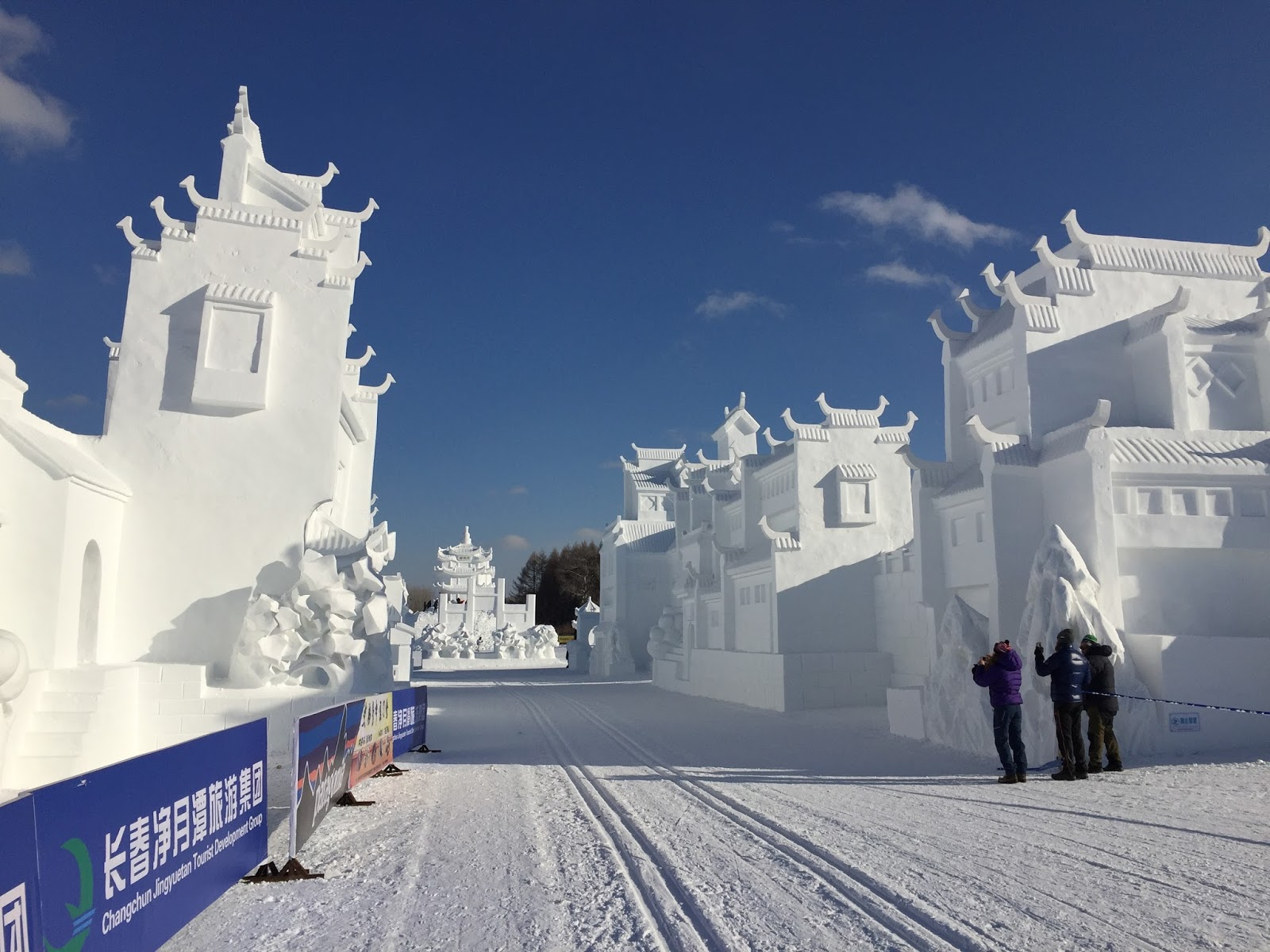 https://fasterskier.com/wp-content/blogs.dir/1/files/2016/12/snow-sculptures-in-stadium-photo-Holly.jpg