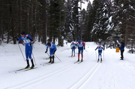 Julien Locke leads early in the first lap of the 15km. (Photo: Peggy Hung)