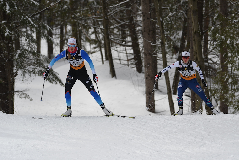 Dahria Beatty (left) and Katherine Stewart-Jones chasing hard in the pursuit. (Photo: Doug Stephen)