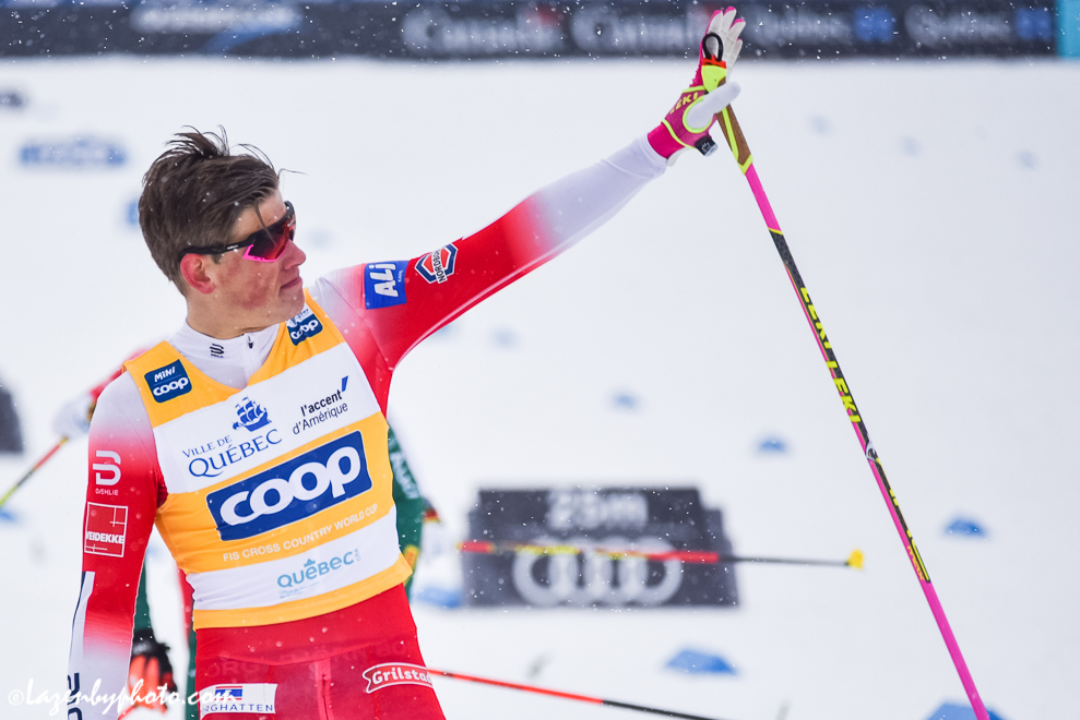 Johannes Høsflot Klæbo waving to the crowd. (Photo: John Lazenby)