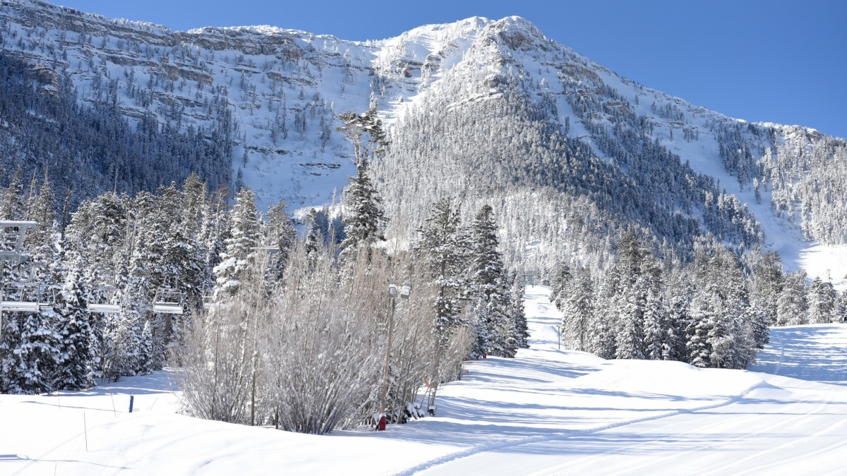 Skiing Opportunities Near Las Vegas – From Sin City to Ski City