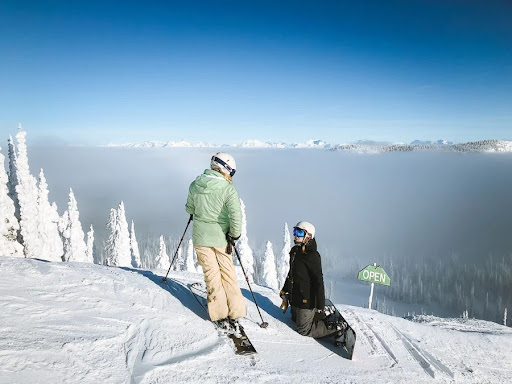 Skiing vs Snowboarding For Beginners – Which is Easier to Learn?